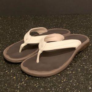 Olukai Ohana White Leather Strap Sandals. Size 9